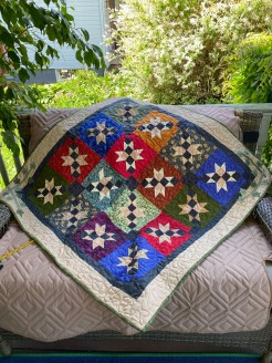 Chained Star Quilt with Ivy Border
